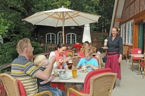 Familie Terrasse Wildpark-Restaurant