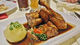 Halbe Ente mit Kloß im Wildpark-Restaurant