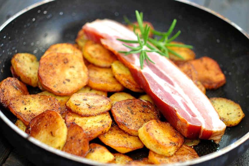 Knusprige Pfanne mit Bratkartoffeln